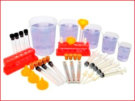 een 43-delige set om experimenten met water uit te voeren