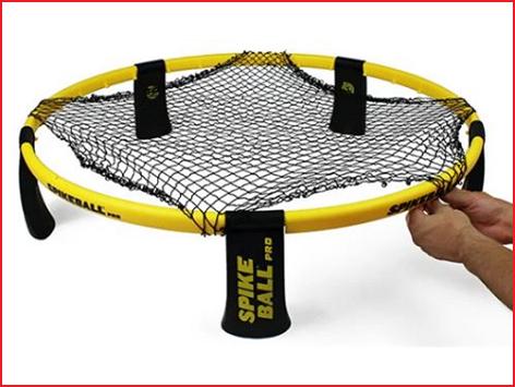 je bepaalt zelf hoe strak het net van de Spikeball Pro wordt opgespannen