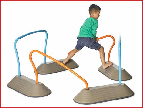 de rechte horden van het mini parcours zijn belastbaar tot 50 kg