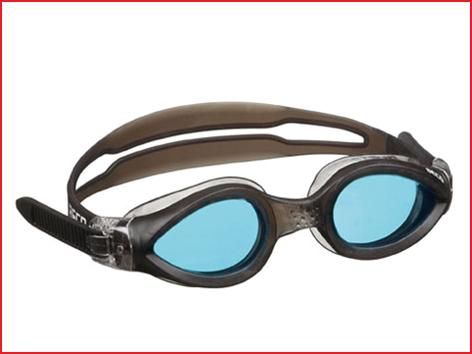 een zwembril training met gebogen lenzen voor een breder gezichtsveld