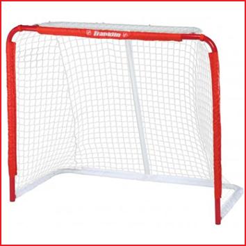 een metalen hockeydoel van 127 x 106,7 x 66 cm