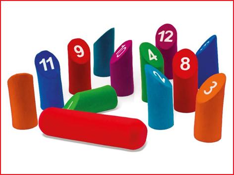 het kegelspel numbers Kubb foam bestaat uit 12 genummerde kegels