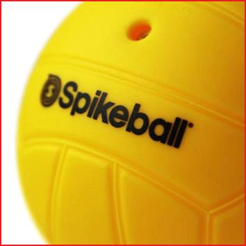 de Spikeball ballen zijn zacht en opblaasbaar