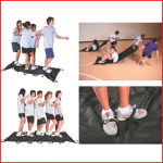 het doel van het spel is d.m.v. teamwork deze mat het snelst te verplaatsen over een bepaalde afstand