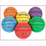 een set van 6 duurzame basketballen voor scholen