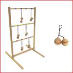 spin ladder is een houten werpspel waarbij je balletjes naar een ladder moet gooien