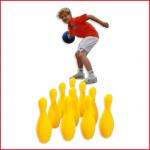 een veilig kegelspel in foam bestaande uit 10 kegels en 1 bal