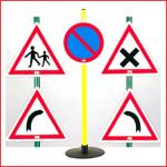 verkeersbordenset bestaande uit 4 gevaarsborden