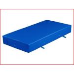 een veilige valmat van 200 x 150 x 30 cm