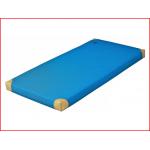 een lichte turnmat van 150 cm met leder hoeken
