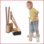 de pedalo kiddy stelten uitgevoerd in hout zijn ideaal om kinderen te leren steltlopen