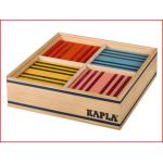 een doos gevuld met 100 Kapla plankjes in 8 verschillende kleuren