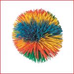 een rubberen pompom bal met een diameter van 7 cm
