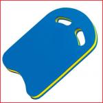 de zwemplank Kick is voorzien van handvaten