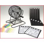 een kleine bingomolen met controlebord, balletjes, bingokaarten en bingofiches