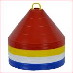 een set van 40 grote markeerschijven met een diameter van 30 cm op een houder