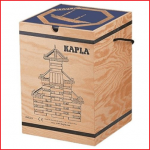een stevige box met 280 Kapla plankjes