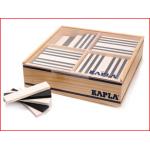 houten doos gevuld met 100 Kapla plankjes zwart en wit