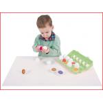 een leerrijk eierspel om kinderen vertrouwd te maken met kleuren en getallen
