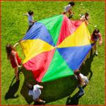 een sterke polyester spelparachute van 7,3 meter met 20 handvaten