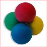 kleinere werpballen verkrijgbaar in 4 verschillende kleuren