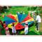 een spelparachute met genummerde doelen en voorzien van 8 handgrepen